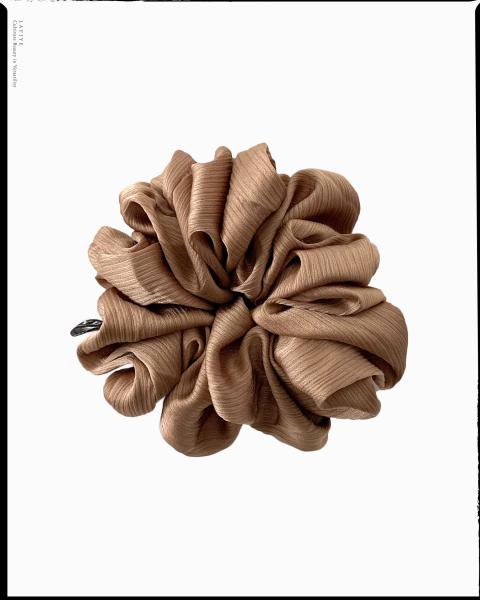 Textured Silk Scrunchie in Umber