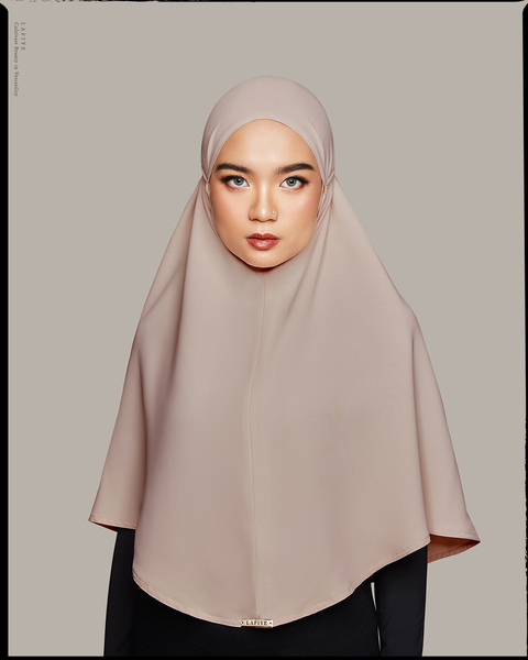 Kay Khimar in Canape